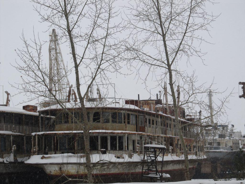 Старые корабли в Чайковском