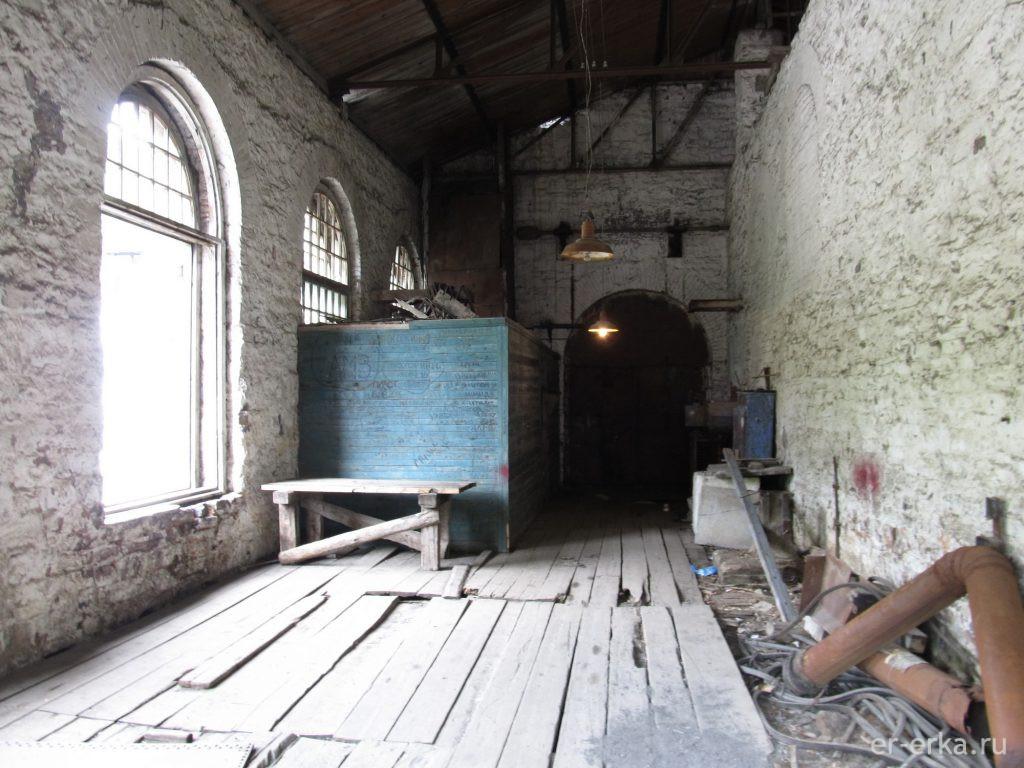 Помещение ведущее в машинный зал Порожской ГЭС